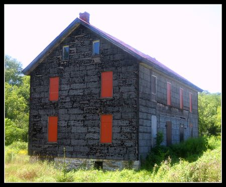 House next to Red Bridge Liverpool PA